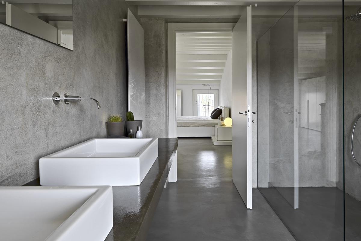 betoncire gietvloer in de badkamer
