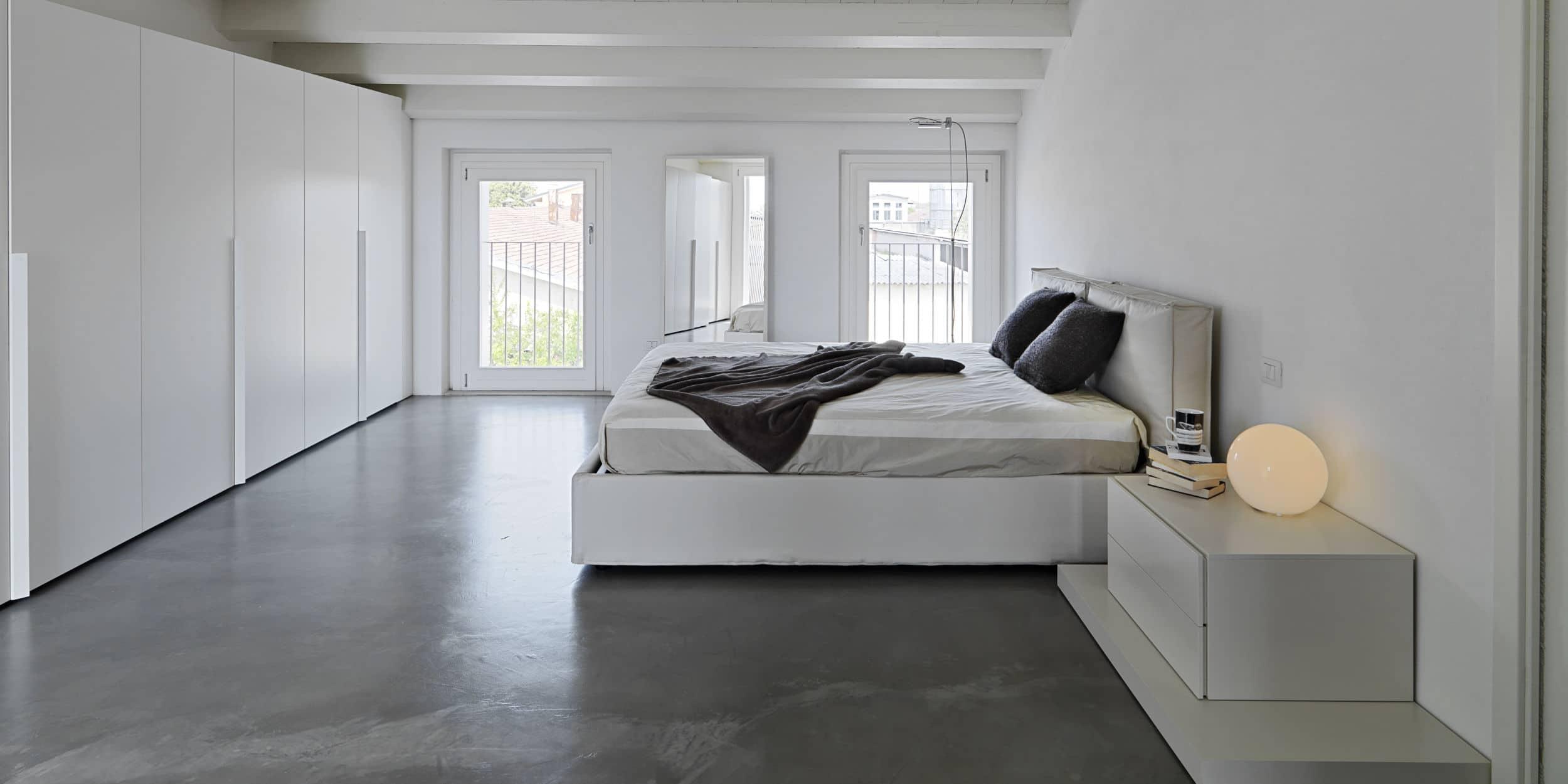 betonlook gietvloer slaapkamer